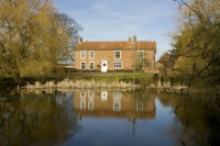 Large farmhouse rental in Suffolk