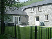 Large Peak District self-catering property